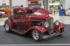 马力强大的红色汽车 免版税图库摄影