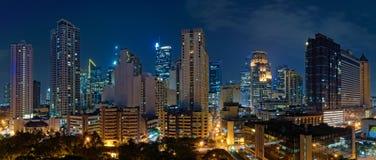 马卡蒂,马尼拉(菲律宾)在晚上 免版税库存图片