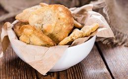 马卡达姆坚果曲奇饼用白色巧克力 免版税图库摄影