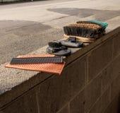 马在丘吉尔Downs的修饰设备 免版税库存图片