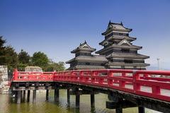 马塔莫罗斯,日本,在日本阿尔卑斯山附近的一座城堡 免版税库存图片