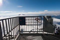 马塔角冰川天堂,瑞士- 2015年10月27日:马塔角在马塔角峰顶,阿尔卑斯附近的冰川天堂冬天视图  库存图片