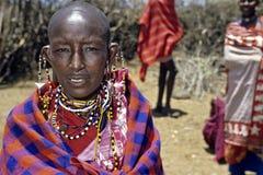 马塞人妇女和五颜六色的小珠首饰画象 免版税库存图片