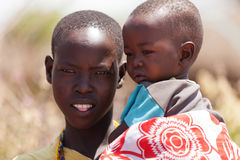 马塞人妇女和孩子画象  库存图片