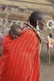 马塞人妇女和婴孩 库存照片