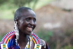 马塞人微笑的妇女 图库摄影