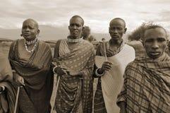从马塞人部落的非洲人民 库存照片
