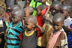从马塞人部落的非洲孩子 库存图片