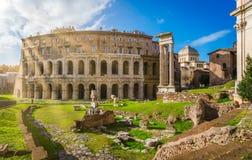 马塞勒斯剧院在罗马,意大利 库存照片