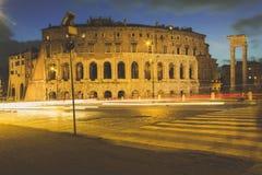 马塞勒斯剧院的长的博览会在罗马在晚上 库存照片
