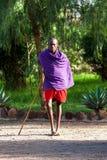 马塞语玛拉,肯尼亚- 1月02日:部落M的男人和妇女 免版税库存照片