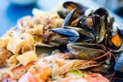 马尔他海鲜和鱼盛肉盘 库存图片