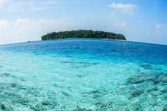 马尔代夫的一个小海岛 免版税图库摄影