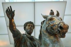 马尔库斯・奥列里乌斯罗马古铜色骑马雕象  库存照片