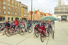 马尔摩,瑞典- 10月09 :许多自行车在市中心 图库摄影