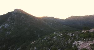 马尔韦利亚山和美丽的景色空中射击  4K 股票录像
