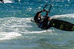 马尔韦利亚海滩的风筝冲浪者 库存照片