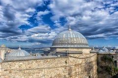马尔马拉海和Bosphorus Suleymaniye清真寺,伊斯坦布尔看法, 免版税库存照片