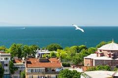 马尔马拉海,从伊斯坦布尔的看法 库存照片