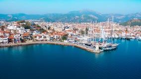马尔马里斯港向城堡和口岸地中海土耳其扔石头 JPG 免版税库存照片