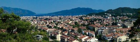 马尔马里斯港,土耳其,城市宽全景在夏天 库存图片