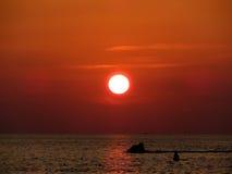 马尔代夫五颜六色的日落 库存图片