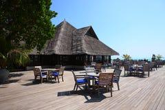 马尔代夫海滩的餐馆 免版税库存照片