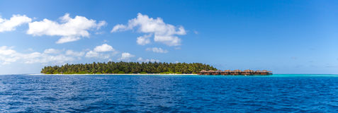 马尔代夫,一个热带海岛,从海洋的看法 库存照片