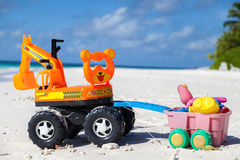 马尔代夫,在海滩的玩具 免版税库存图片