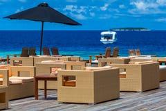 马尔代夫,热带天堂,与家具的酒吧 库存图片