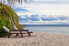 马尔代夫,热带天堂,说谎在海滩,日落日出 库存照片