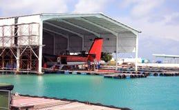 马尔代夫 一架水上飞机在口岸的修理船坞 免版税图库摄影