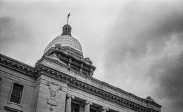 马尼托沃克县法院大楼、射击和黑白影片 库存图片