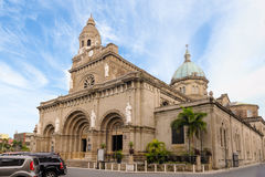 马尼拉大教堂在蓝天下 免版税库存照片