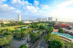 马尼拉市地平线在菲律宾 从王城区看见的埃尔米塔和Paco区 免版税图库摄影