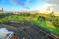 马尼拉市地平线在菲律宾 从王城区看见的埃尔米塔和Paco区 免版税库存照片