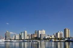 马尼拉湾地平线在一个清楚的晴天 免版税库存照片