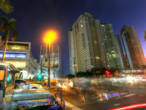 马尼拉- 5月17 :Bonifacio全球性市日落在达义市市 库存图片