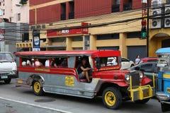 马尼拉jeepney公共汽车 免版税图库摄影