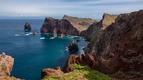 马德拉岛山和峭壁 免版税库存照片