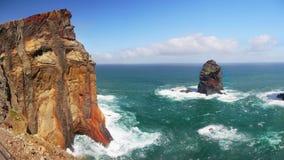 马德拉岛海岛峭壁,沿海供徒步旅行的小道 库存图片