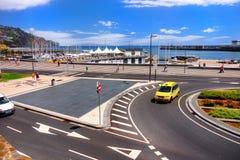 马德拉岛海岛,丰沙尔江边小游艇船坞 免版税图库摄影