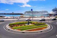 马德拉岛海岛,丰沙尔港口,游轮 库存照片