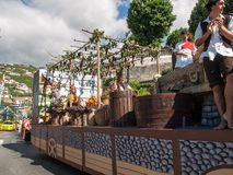 马德拉岛酒节在Estreito de Camara de罗伯斯,马德拉岛,葡萄牙 图库摄影