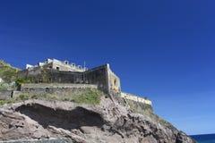 马德拉岛:一个古老堡垒的废墟 库存照片