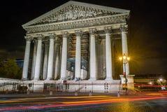 马德琳教会在巴黎在晚上 免版税库存图片