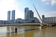 马德罗港看法,布宜诺斯艾利斯的现代部分 免版税库存照片
