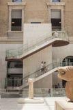 马德里全国考古学博物馆的访客  库存照片