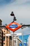 马德里在入口的地铁标志对卡亚俄驻地 图库摄影
