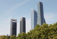 马德里地平线与四个塔大厦的财务区域 西班牙 库存照片